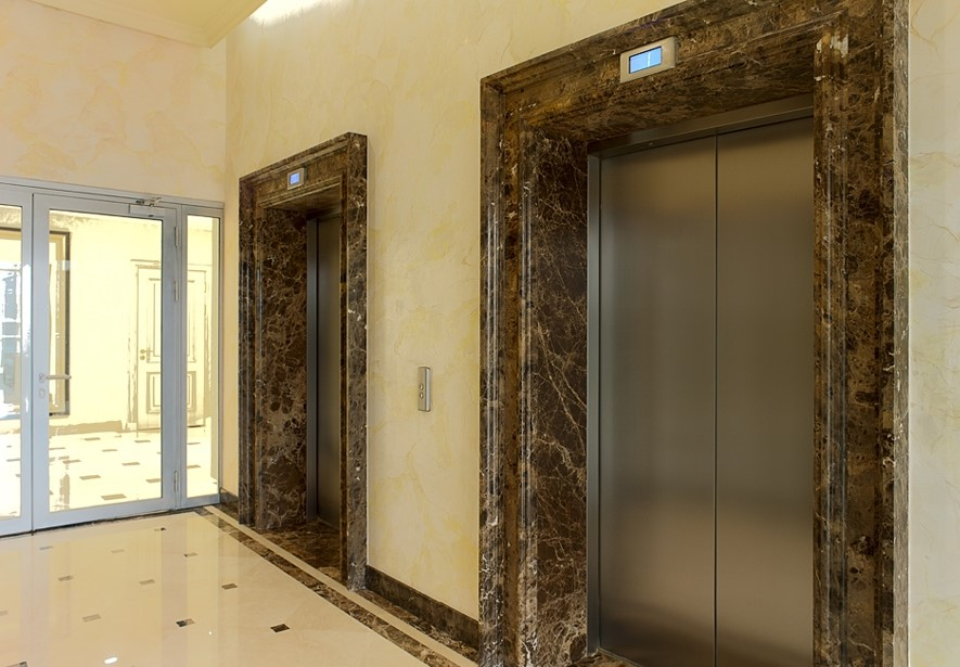портал лифта из мрамора