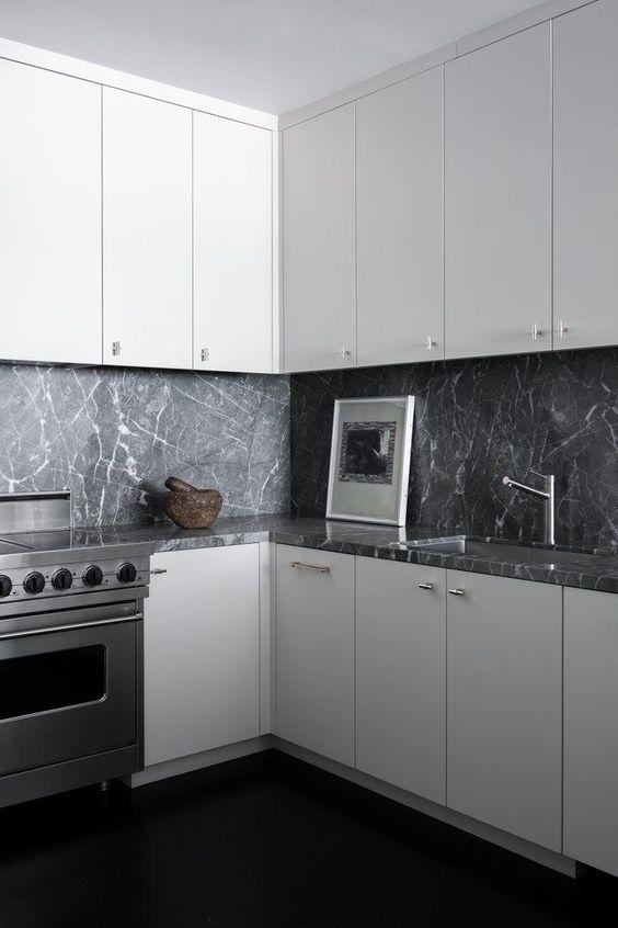 серый мрамор на кухне