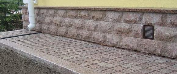 1443634300 otmostka iz trotuarnoy plitki bruschatki 1