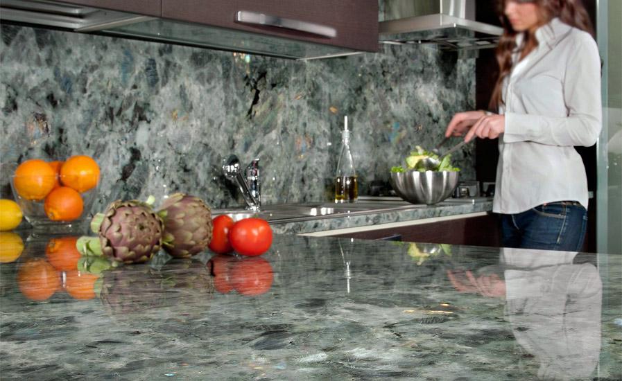 гранитный кухонный фартук