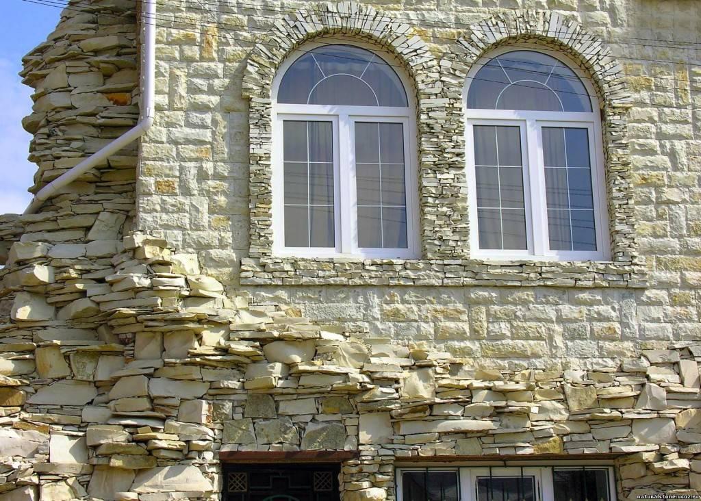 Рваный камень на фасадах фото