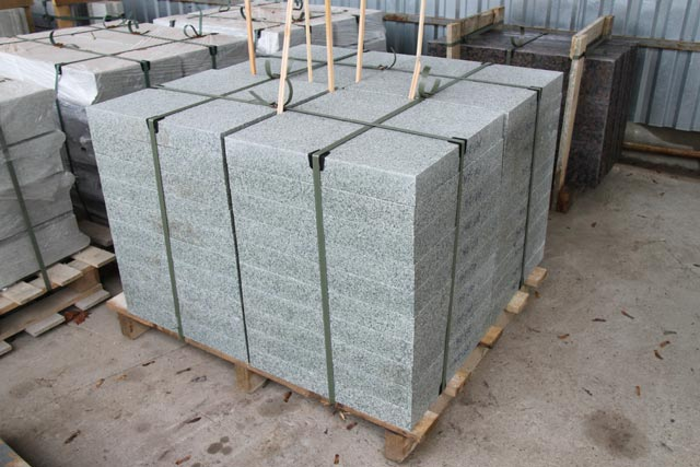 181011tile granite mansurov sawsidewalk big