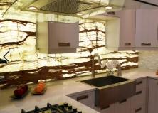 Кухня из оникса