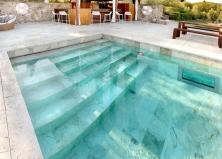 Создаем античный стиль возле бассейна при помощи травертина