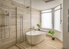 Подходит ли травертин для ванных комнат и душевых?